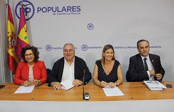 La secretaria general del PP de Castilla-La Mancha, Carolina Agudo, junto a los parlamentarios nacionales del PP por la provincia de Toledo; Vicente Tirado, Carmen Riolobos y José Julián Gregorio.