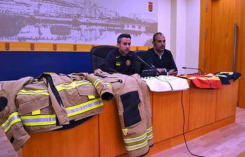 Bermejo destaca que la nueva indumentaria de los bomberos mejorará el desarrollo de su trabajo