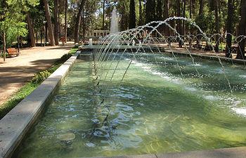 El agua, un bien imprescindible, vuelve a estar en manos del Ayuntamiento de Albacete. Foto: Fuente de agua en el Parque de Abelardo Sánchez de Albacete.