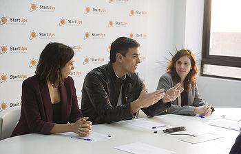 Pedro Sánchez con representantes de la Asociación de StartUps