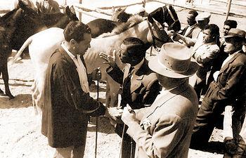 Payos y gitanos regateaban en La Cuerda el precio a pagar por el ganado en la Feria de Albacete.