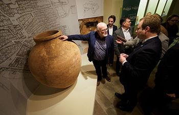 """Inauguración en la Sala 9 del Museo Provincial de Albacete de la exposición """"Las Tinajas de la Calle Albarderos"""". Foto: Manuel Lozano Garcia / La Cerca"""