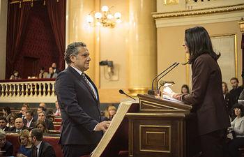Manuel Miranda recoge su acta de senador.