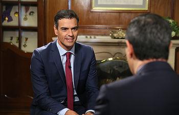 El presidente del Gobierno, Pedro Sánchez, durante su entrevista en Caracol Televisión