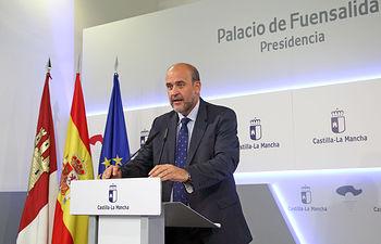 Toledo, 18 de junio de 2019.- El vicepresidente primero en funciones del Gobierno regional, José Luis Martínez Guijarro, informa de asuntos relacionados con el Consejo de Gobierno, en el Palacio de Fuensalida. (Foto: Álvaro Ruiz // JCCM)
