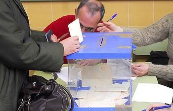 La consejera de Educación, Cultura y Deportes anima a la participación de la comunidad educativa en las elecciones a los consejos escolares. Foto: JCCM.