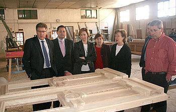 Araújo visitó la carpintería Alcolado Patiño acreditado como taller de Interés Artesano
