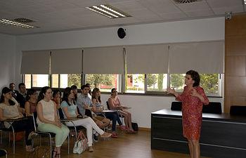 Aurora Pérez presenta a los alumnos el Plan Camina.