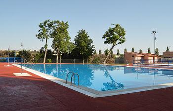Imagen de archivo de la piscina de verano de Azuqueca de Henares. Es de Álvaro Díaz Villamil/ Ayuntamiento de Azuqueca.
