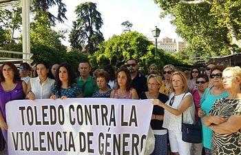 Presencia de IU en la concentración de la asociación María de Padilla en Toledo.