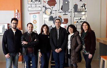 Bolaños visita una fábrica de cerveza artesana.