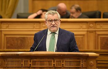 El consejero de Educación, Cultura y Deportes, Ángel Felpeto, interviene en el debate relativo a la finalización del curso escolar 2017-2018