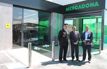 El delegado del Gobierno en Castilla-La Mancha visita un supermercado de Mercadona en Toledo.