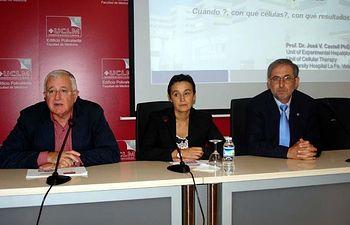 De izqda. a dcha: Juan Emilio Felíu, Beatriz Cabañas y José Vicente Castell.