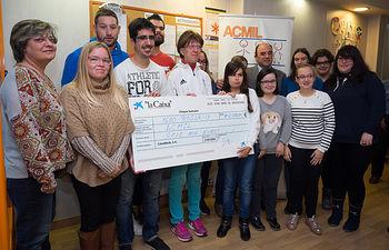 Donativo de La Caixa a ACMIL. Foto: La Cerca - Manuel Lozano