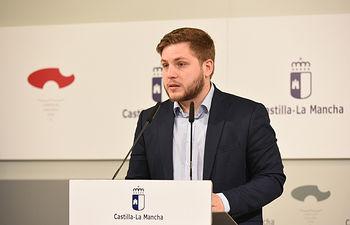 El portavoz del Gobierno regional, Nacho Hernando, informa de los acuerdos del Consejo de Gobierno, en el Palacio de Fuensalida. (Fotos: José Ramón Márquez // JCCM)