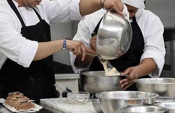 Participantes en una formación de cocina Incorpora y Reincorpora de la Caixa. Foto: Para, Kike