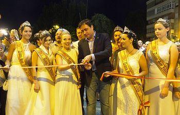 El desfile de carrozas de temática deportiva y el corte de la cinta inauguran oficialmente el Recinto Ferial