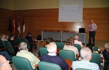 El ponente, durante la charla