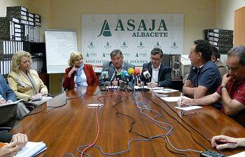 Reunión en la Organización Profesional Agraria ASAJA.