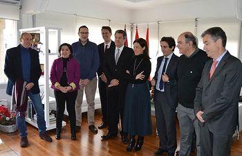 Pilar Zamora firma con el Director General de Aquona 6 becas para clubes deportivos de Ciudad Real