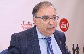 Fernando Mora, diputado.