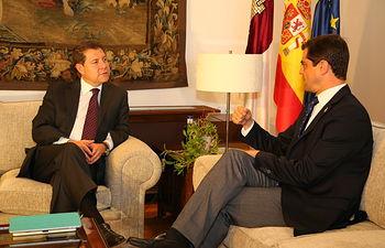 Reunión del presidente García-Page con el alcalde de Albacete, Javier Cuenca. Foto: JCCM.