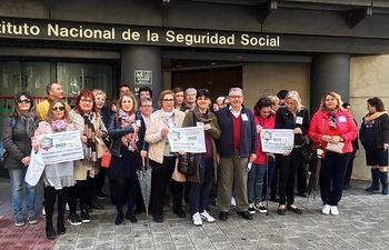 Las personas enfermas de Fibromialgia, Síndrome de Fatiga Crónica, Sensibilidad Química Múltiple y Electrohipersensibilidad protestan ante el Instituto Nacional de la Seguridad Social