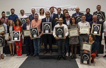 Foto de familia de los ganadores de los Premios Vino y Cultura. Foto: Luis Martinez (C)