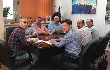 La Comisión Ejecutiva Provincial de la Unión de Pequeños Agricultores y Ganaderos, se reunió con el delegado provincial de Agricultura, Agua y Desarrollo Rural, Ramón Sáez.
