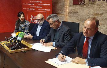 El Ayuntamiento de Valdepeñas suscribe convenios para favorecer la integración laboral de personas con discapacidad.