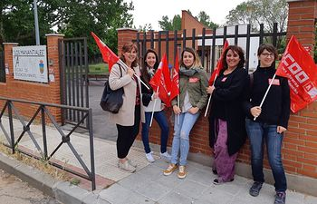 Huelga Escuelas Infantiles. Mercedes Gómez con huelguistas.