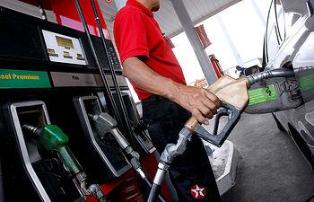 Gasolinera-gasolina-combustible-4. Imagen de archivo.