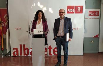 Josefina Navarrete, vicesecretaria general del PSOE en la provincia de Albacete,  y Francisco García Alcaraz, secretario de Sanidad de la Comisión Ejecutiva Provincial.