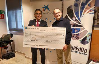 """La Obra Social """"la Caixa"""" destina 6.000 euros al Programa de Atención Terapéutica de Asociación Desarrollo-Autismo Albacete"""