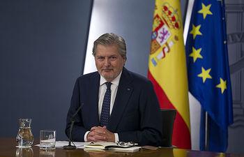 El ministro de Educación, Cultura y Deporte y portavoz del Gobierno, Íñigo Méndez de Vigo, durante la rueda de prensa posterior al Consejo de Ministros. Pool Moncloa / Diego Crespo