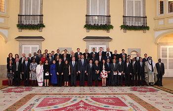 Su Majestad el Rey junto con los ministros de Turismo y autoridades presentes en el acto del lanzamiento del Año Internacional del Turismo Sostenible para el Desarrollo 2017