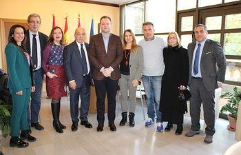 El alcalde recibe al Consejero de Turismo de Cerdeña,.