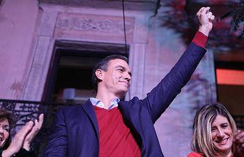 Pedro Sánchez, celebra los resultados del partido durante la noche electoral del 10N en la sede del PSOE. Foto:  Pedro Sánchez @sanchezcastejon