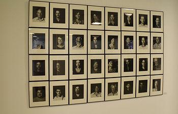 Retratos que pueden verse en la exposición.