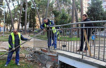 Manuel Serrano, ha visitado las obras que se están acometiendo en el Parque Infantil de Tráfico y Seguridad Vial del Parque 'Abelardo Sánchez'.