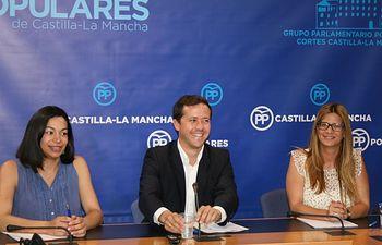 Velázquez, Agudo y Alonso en rueda de prensa.