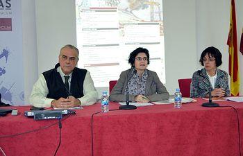 Beatriz González (centro), Maite Pisa y José Gregorio Cayuela