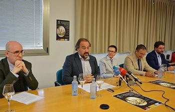 De izda. a dcha. Paulino Capdepón, Julián Garde, Rosario Irisarri, Jesús Carrascosa y Juan José Pastor.