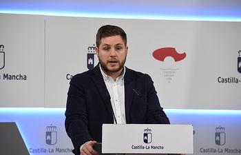 El portavoz del Gobierno regional, Nacho Hernando, ofrece, en el Palacio de Fuensalida, una rueda de prensa para informar de los acuerdos del Consejo de Gobierno. (Fotos: José Ramón Márquez // JCCM)
