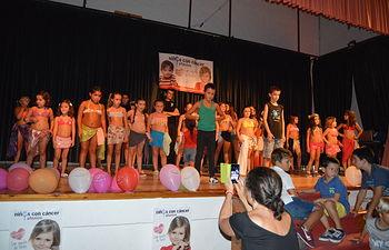 El Ayuntamiento de Alborea celebró una Gala a beneficio de la Asociación de Familias de Niños con Cáncer (AFANION), que consiguió un éxito rotundo de arte y público.