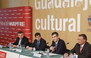 Antonio Román y José Ignacio Echániz presentan la campaña Con Mayor Cuidado, de Mapfre