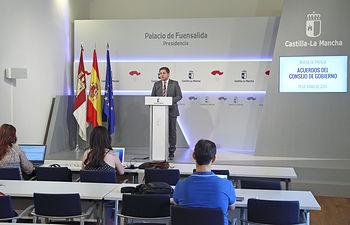 Toledo, 19 de junio de 2019.- El portavoz del Gobierno regional en funciones, Nacho Hernando, informa en rueda de prensa sobre los acuerdos aprobados en el Consejo de Gobierno, en el Palacio de Fuensalida. (Foto: Álvaro Ruiz // JCCM)