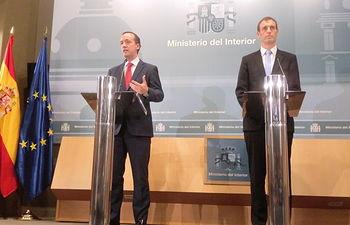 El secretario de Estado de Seguridad, Francisco Martínez, y el director de Europol, Rob Wainwright, durante la rueda de prensa ofrecida para explicar los detalles de la operación policial.. Foto: Ministerio del Interior