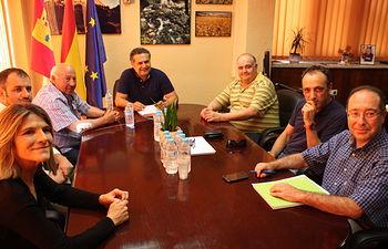 Fotografía de la reunión entre la Junta, AGRACE, APEHT y Ayuntamiento de Nerpio, en la Dirección provincial de Agricultura, Medio Ambiente y Desarrollo Rural